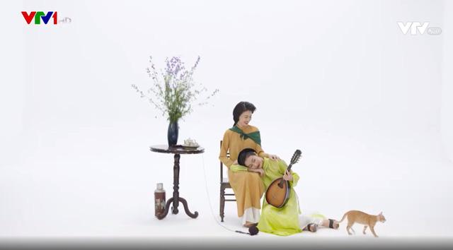 MC Phí Linh, Hồng Nhung diện các mẫu áo dài trong 100 năm qua - Ảnh 12.