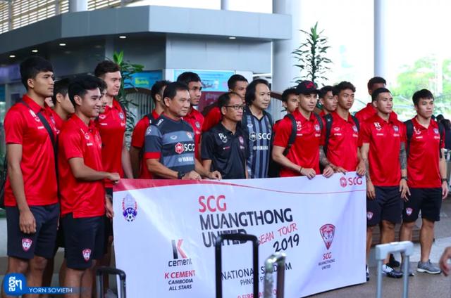 Văn Lâm cùng Muangthong United sang Campuchia du đấu - Ảnh 1.