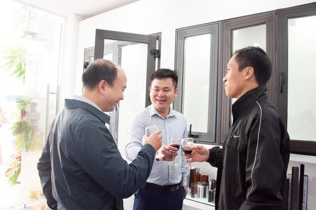 CEO Nhôm Xingfa JSC hướng dẫn cách nhận biết cửa Nhôm Xingfa Quảng Đông chính hãng - Ảnh 1.