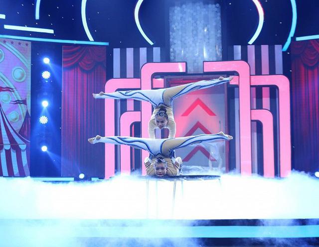 Người mẫu Lê Xuân Tiền nhanh trí giúp đội Trai đen giành chiến thắng trong Bộ ba siêu đẳng - Ảnh 3.