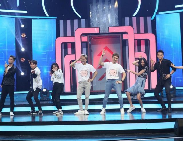 Người mẫu Lê Xuân Tiền nhanh trí giúp đội Trai đen giành chiến thắng trong Bộ ba siêu đẳng - Ảnh 2.