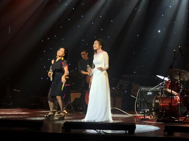 Quán quân Sao Mai Thu Thủy hồi hộp khi chung sân khấu với diva Hồng Nhung trong Ánh dương mùa xuân - Ảnh 2.