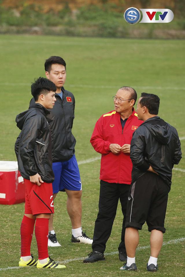 ẢNH: Đình Trọng chưa bình phục hoàn toàn, thầy Park tìm kiếm phương án dự phòng - Ảnh 8.