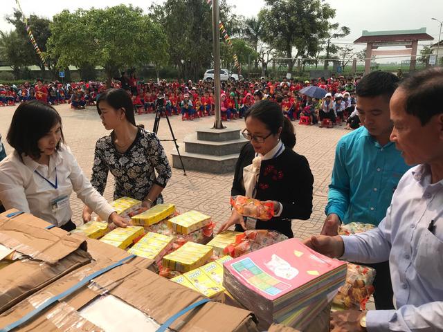 Quỹ Tấm lòng Việt trao tặng hàng nghìn suất quà cùng học bổng tới học trò nghèo trong 5 tháng đầu năm 2019 - Ảnh 8.