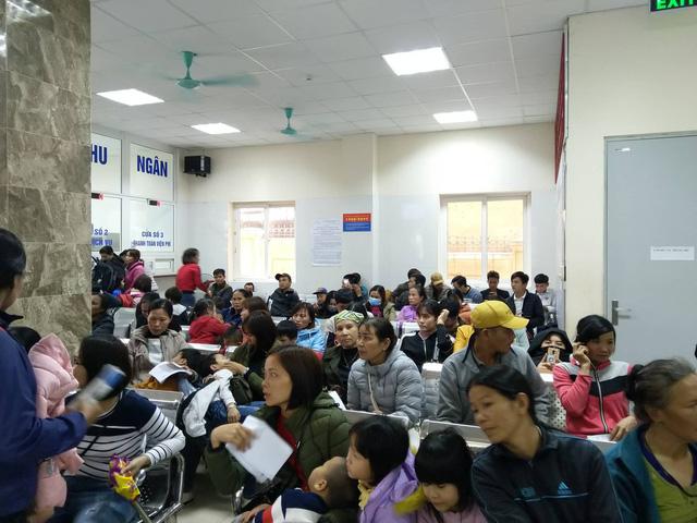 Hai bệnh viện lớn của Hà Nội chật cứng bệnh nhi từ Bắc Ninh thăm khám vì nghi nhiễm sán - Ảnh 2.