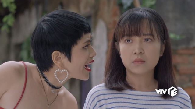 Những cô gái trong thành phố - Tập 24: Chưa kịp vui mừng vì Lâm tặng điện thoại mới, Lan đã bị Ly xúc phạm quá đáng - ảnh 1