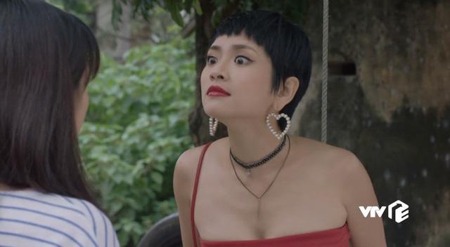Những cô gái trong thành phố - Tập 24: Chưa kịp vui mừng vì Lâm tặng điện thoại mới, Lan đã bị Ly xúc phạm quá đáng - ảnh 2