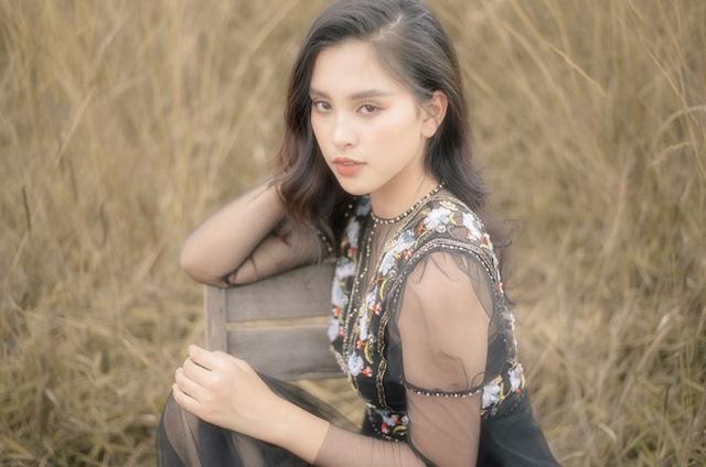 Hoa hậu Tiểu Vy khoe nhan sắc ngọt ngào sau nửa năm đăng quang - Ảnh 1.