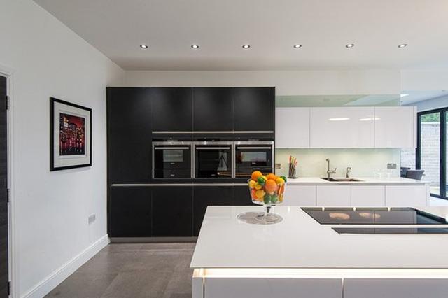 Bí kíp phối màu đen làm không gian căn nhà tươi sáng - Ảnh 5.