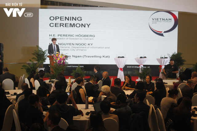 Chính phủ điện tử, thành phố thông minh, công dân số được bàn ở Diễn đàn Internet Việt Nam 2019 - Ảnh 2.