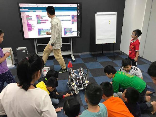 Trẻ em say mê với trải nghiệm lập trình robot - Ảnh 4.