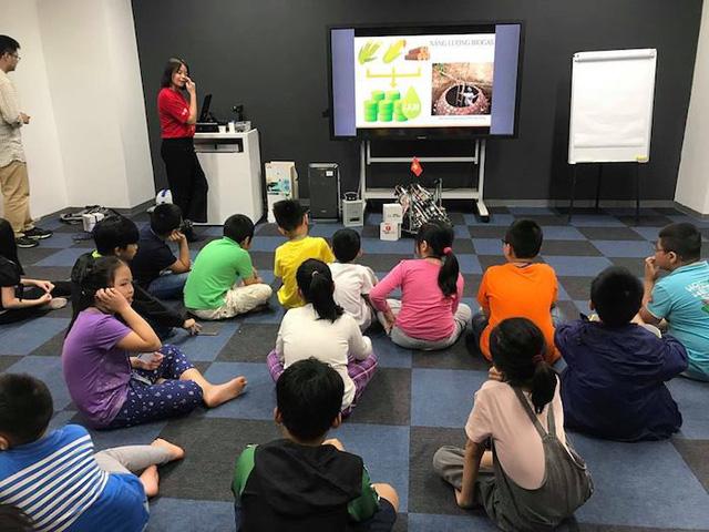 Trẻ em say mê với trải nghiệm lập trình robot - Ảnh 2.