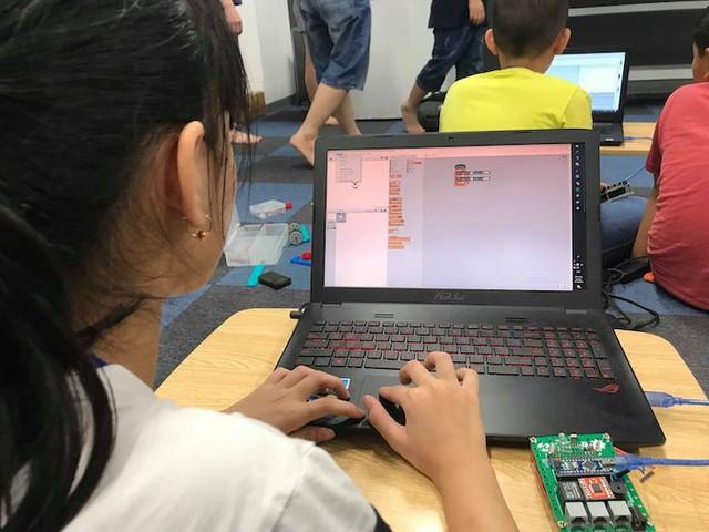 Trẻ em say mê với trải nghiệm lập trình robot - Ảnh 7.