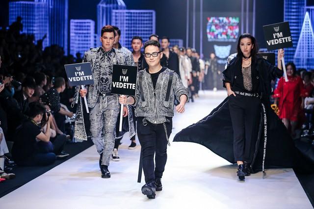 NTK Chung Thanh Phong mở màn Tuần lễ thời trang quốc tế Việt Nam Xuân - Hè 2019 - Ảnh 2.