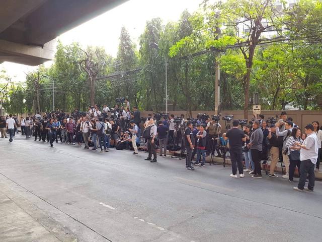 Ảnh: Người dân Thái Lan xếp hàng đi bỏ phiếu bầu Tổng tuyển cử 2019 - Ảnh 9.