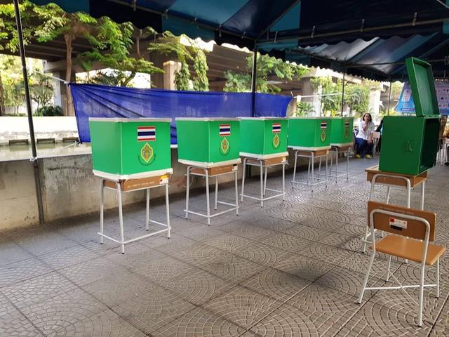 Ảnh: Người dân Thái Lan xếp hàng đi bỏ phiếu bầu Tổng tuyển cử 2019 - Ảnh 2.