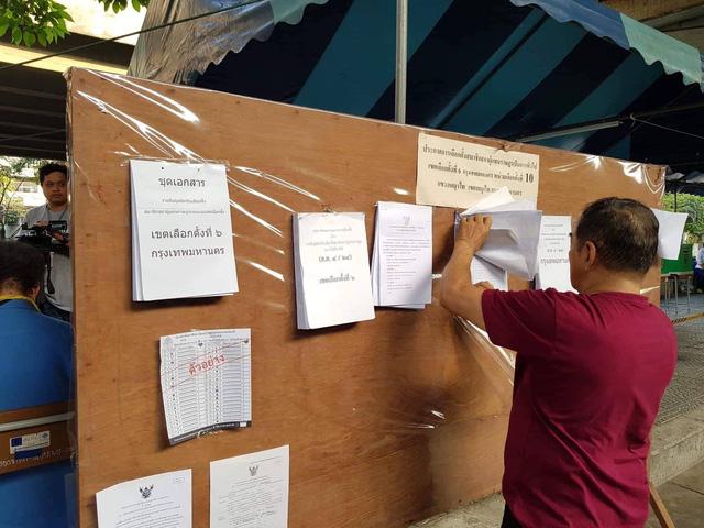 Ảnh: Người dân Thái Lan xếp hàng đi bỏ phiếu bầu Tổng tuyển cử 2019 - Ảnh 6.