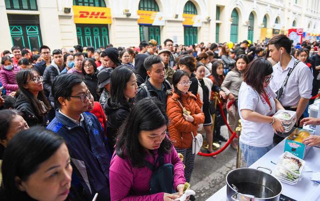 Cơm gà đẳng cấp Michelin gây sốt ở Lễ hội Singapore đầu tiên tại Việt Nam - Ảnh 2.