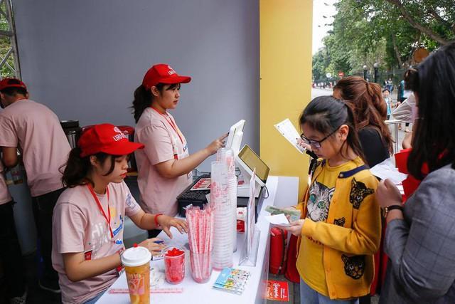 Cơm gà đẳng cấp Michelin gây sốt ở Lễ hội Singapore đầu tiên tại Việt Nam - Ảnh 7.