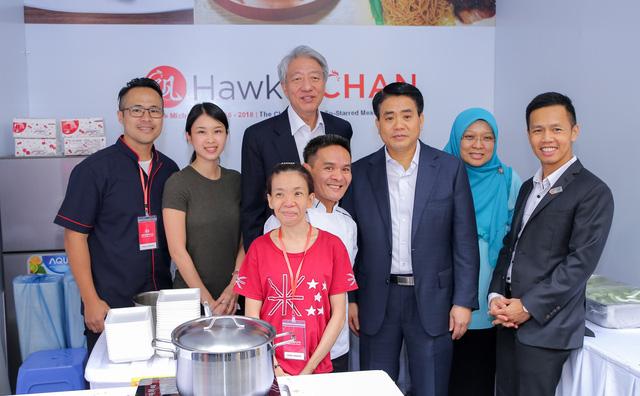 Cơm gà đẳng cấp Michelin gây sốt ở Lễ hội Singapore đầu tiên tại Việt Nam - Ảnh 3.