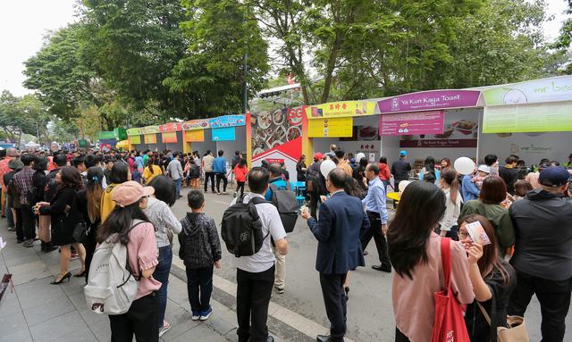 Cơm gà đẳng cấp Michelin gây sốt ở Lễ hội Singapore đầu tiên tại Việt Nam - Ảnh 4.