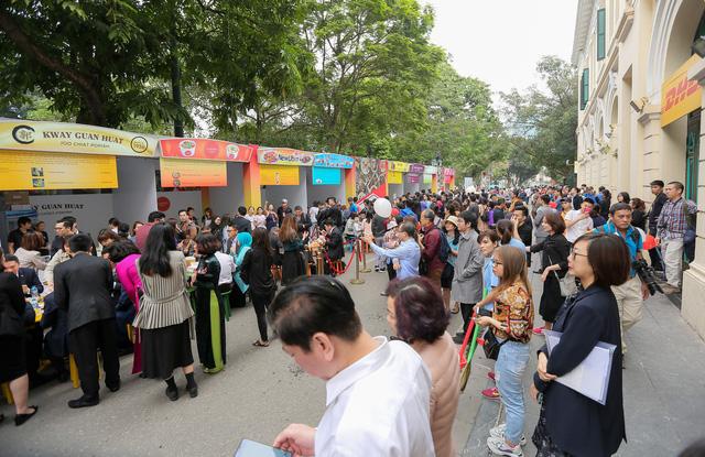 Cơm gà đẳng cấp Michelin gây sốt ở Lễ hội Singapore đầu tiên tại Việt Nam - Ảnh 5.