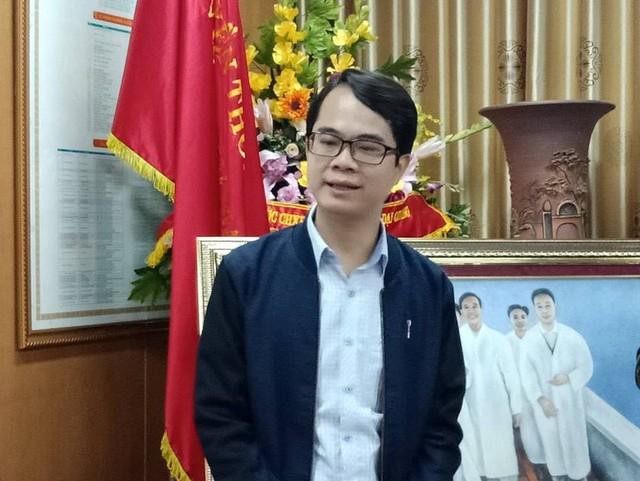 Phát ngôn ở chùa Ba Vàng, bác sĩ Phong có bị nghỉ việc ở bệnh viện Bạch Mai? - Ảnh 1.