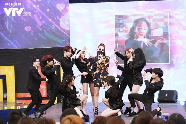 Hyomin (T-ara) náo loạn Bữa trưa vui vẻ cùng hàng trăm fan Việt - Ảnh 14.