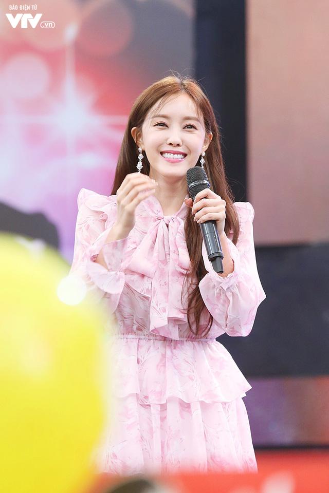 Hyomin (T-ara) náo loạn Bữa trưa vui vẻ cùng hàng trăm fan Việt - Ảnh 7.