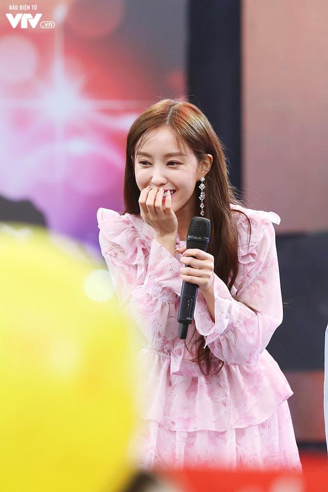 Hyomin (T-ara) náo loạn Bữa trưa vui vẻ cùng hàng trăm fan Việt - Ảnh 6.