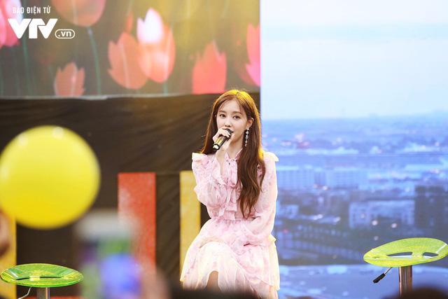 Hyomin (T-ara) náo loạn Bữa trưa vui vẻ cùng hàng trăm fan Việt - Ảnh 5.