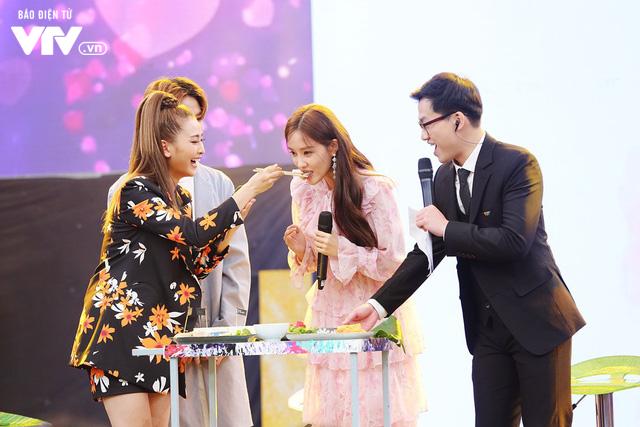 Hyomin (T-ara) náo loạn Bữa trưa vui vẻ cùng hàng trăm fan Việt - Ảnh 3.