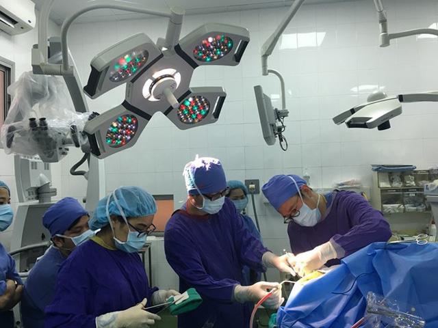 Hành trình làm chủ kỹ thuật phẫu thuật u não thức tỉnh của các bác sĩ Việt Nam - Ảnh 1.
