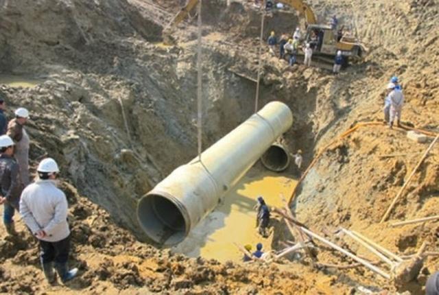 Hàng trăm nghìn hộ dân phía Tây Hà Nội lại mất nước sạch sông Đà - Ảnh 1.