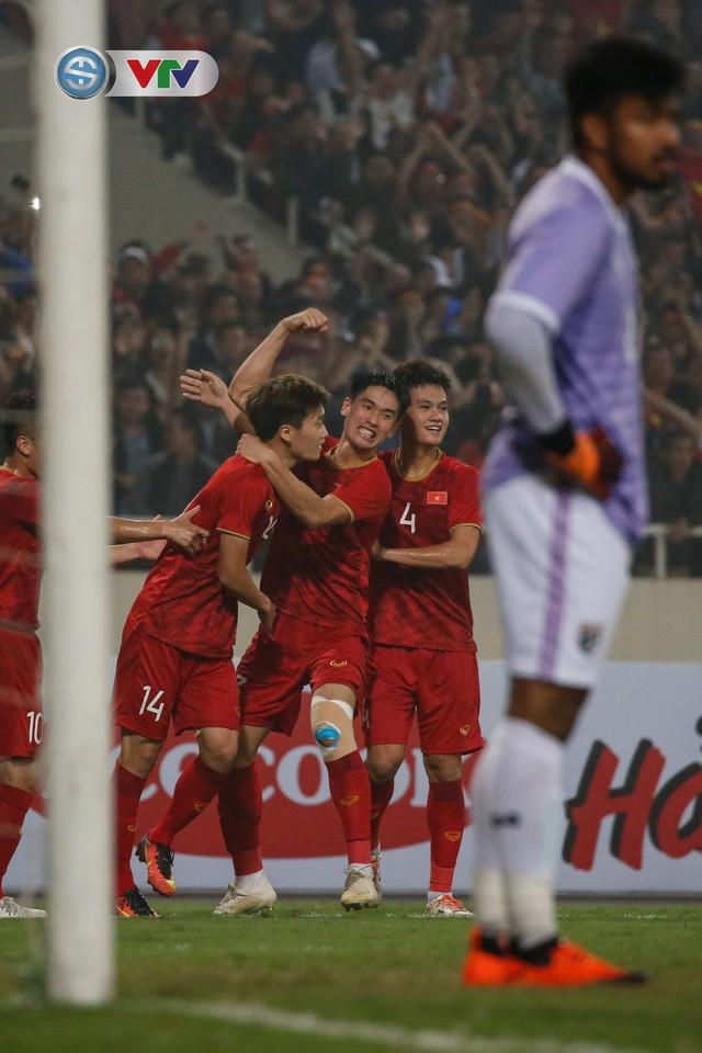 ẢNH: Đại thắng U23 Thái Lan, U23 Việt Nam giành vé tham dự VCK U23 châu Á 2020 - Ảnh 10.