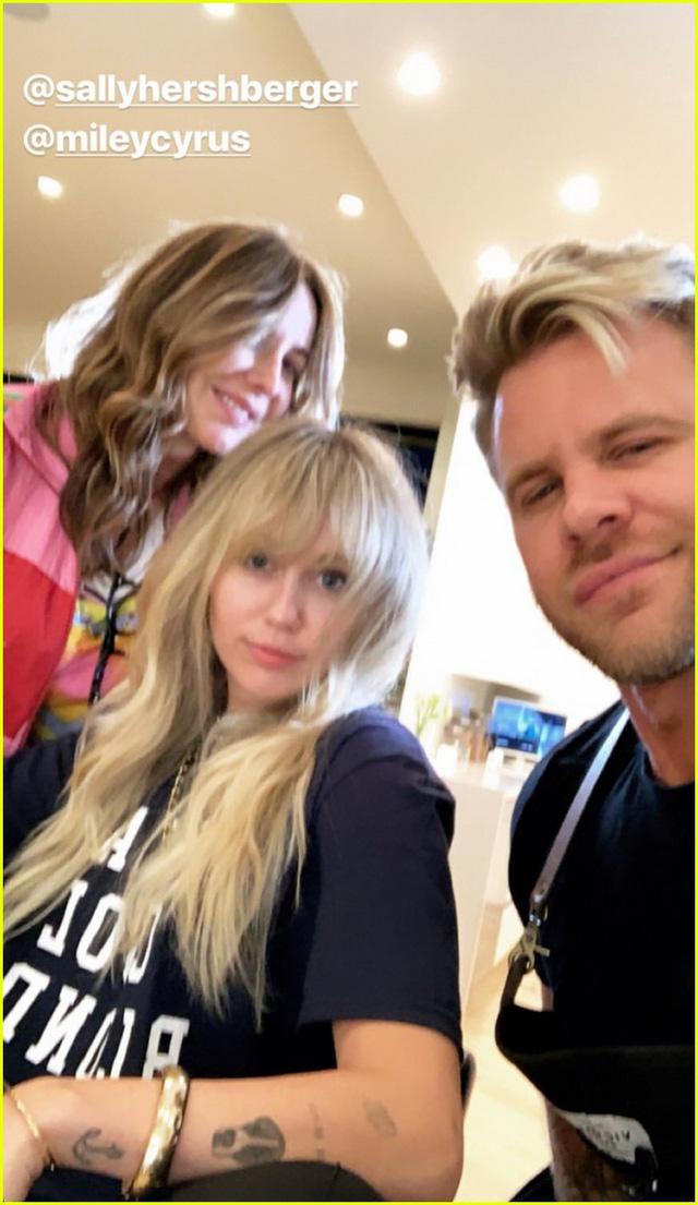 Miley Cyrus thay kiểu tóc làm rộ tin Hannah Montana trở lại - Ảnh 1.