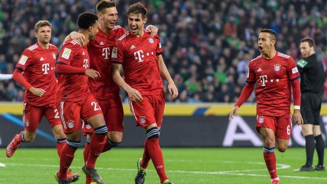 Kết quả bóng đá châu Âu rạng sáng 3/3: Barcelona thắng tối thiểu Real, Roma thua đậm Lazio, Bayern Munich thắng ấn tượng Mönchengladbach - Ảnh 8.