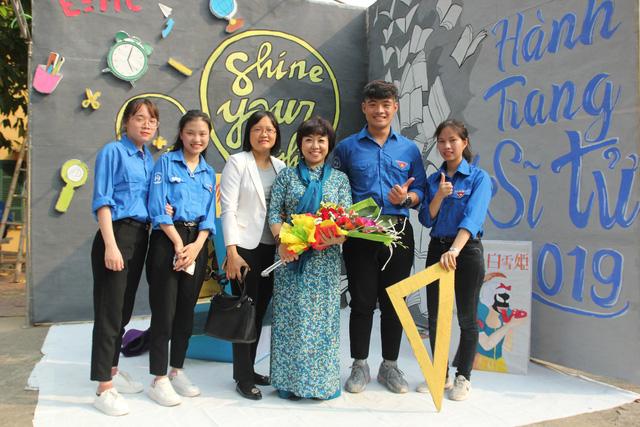 Sinh viên ĐH Kinh tế Quốc Dân tổ chức Hành trang sĩ tử - Ảnh 2.