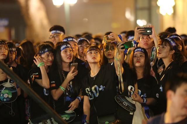Hình ảnh ấn tượng của Lễ Tắt đèn hưởng ứng Giờ Trái đất 2019 tại Hà Nội - Ảnh 8.