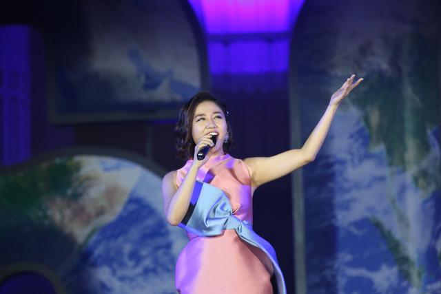Hình ảnh ấn tượng của Lễ Tắt đèn hưởng ứng Giờ Trái đất 2019 tại Hà Nội - Ảnh 10.