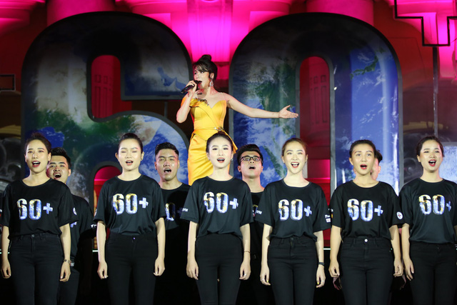 Hình ảnh ấn tượng của Lễ Tắt đèn hưởng ứng Giờ Trái đất 2019 tại Hà Nội - Ảnh 7.