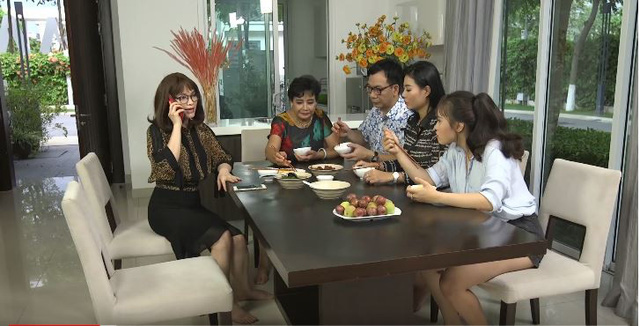Gia đình 4.0: Nghệ sĩ chèo Thu Hằng bỗng chốc hóa giang hồ, trổ tài đòi nợ thuê - Ảnh 2.