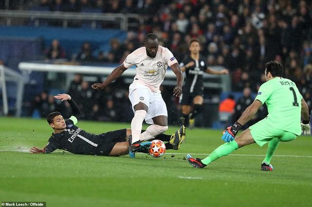 ẢNH: Man Utd thắng kịch tính PSG nhờ VAR để giành quyền vào tứ kết UEFA Champions League - Ảnh 1.