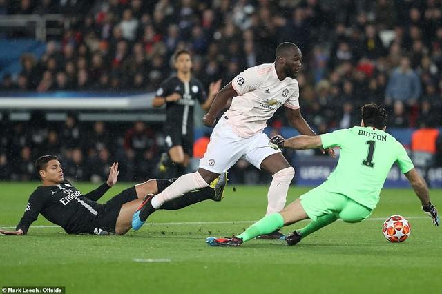 ẢNH: Man Utd thắng kịch tính PSG nhờ VAR để giành quyền vào tứ kết UEFA Champions League - Ảnh 2.