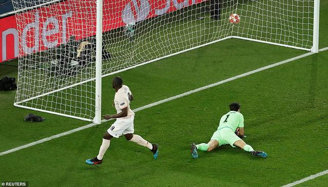 ẢNH: Man Utd thắng kịch tính PSG nhờ VAR để giành quyền vào tứ kết UEFA Champions League - Ảnh 10.