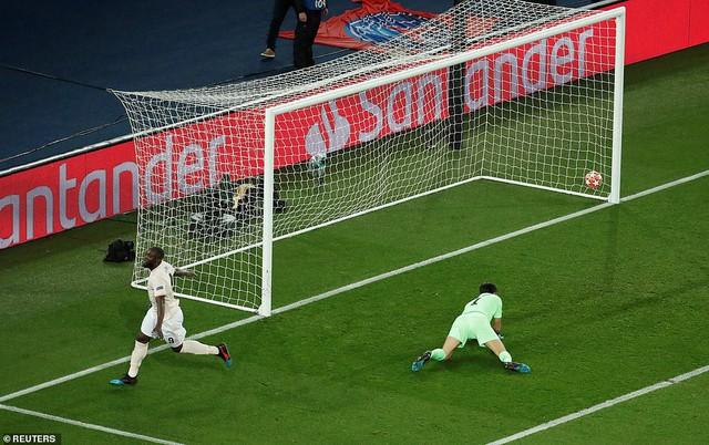 ẢNH: Man Utd thắng kịch tính PSG nhờ VAR để giành quyền vào tứ kết UEFA Champions League - Ảnh 9.