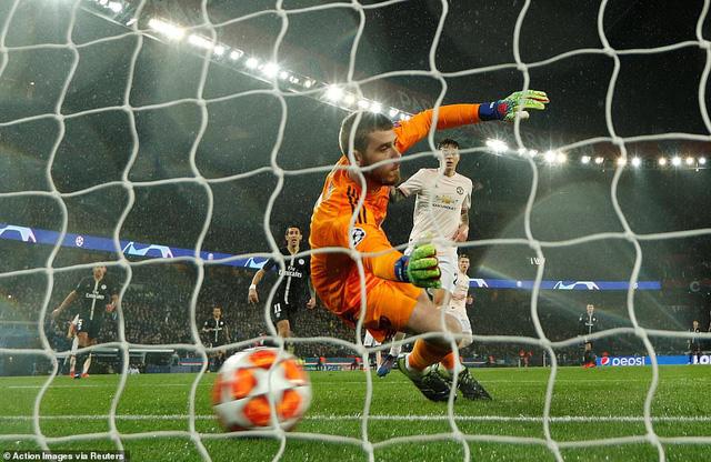 ẢNH: Man Utd thắng kịch tính PSG nhờ VAR để giành quyền vào tứ kết UEFA Champions League - Ảnh 6.
