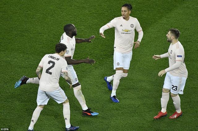 ẢNH: Man Utd thắng kịch tính PSG nhờ VAR để giành quyền vào tứ kết UEFA Champions League - Ảnh 4.