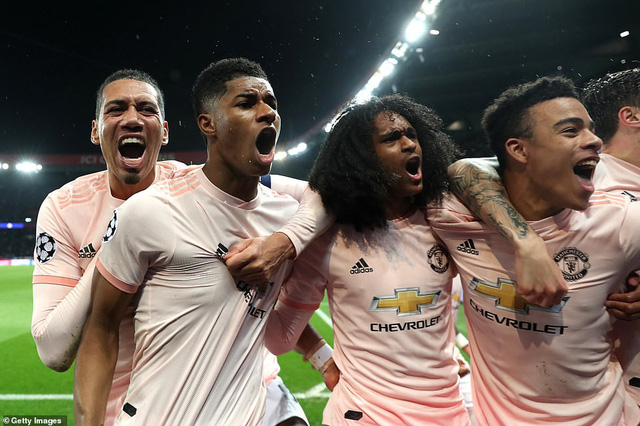 ẢNH: Man Utd thắng kịch tính PSG nhờ VAR để giành quyền vào tứ kết UEFA Champions League - Ảnh 17.