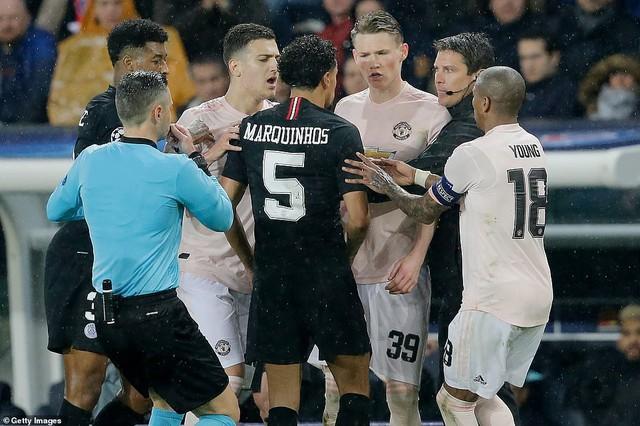 ẢNH: Man Utd thắng kịch tính PSG nhờ VAR để giành quyền vào tứ kết UEFA Champions League - Ảnh 13.